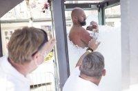 Австриец прекара над 2,5 часа в контейнер с лед и счупи световния рекорд (СНИМКИ)