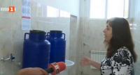Училището в Омуртаг бори водната криза с бидони