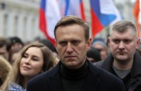 Алексей Навални се подобрява, вече може да става от леглото
