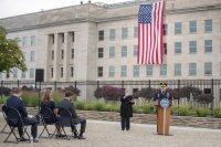 САЩ почетe паметта на жертвите от 11 септември (СНИМКИ)