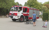 Как работят огнеборците - пожарната във Варна с демонстрация за граждани