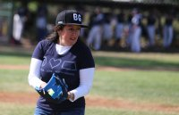 Посланик Херо Мустафа демонстрира бейзболни умения