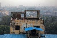 снимка 4 Най-малко 10 души загинаха след срутване на сграда в Индия