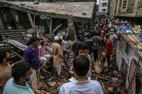 снимка 3 Най-малко 10 души загинаха след срутване на сграда в Индия