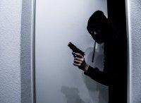 Банкови обири по български: Заложници, пистолет-играчка и... червен пипер