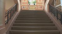 Ученик без маска в коридора - персонална глоба за директора