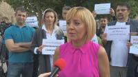 Манолова на протест пред парламента: Гласуването трябва да е изцяло машинно
