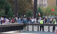 Граждани, които не подкрепят протестите, шестваха в центъра на столицата
