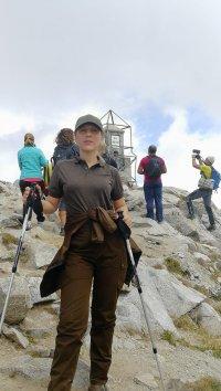 снимка 4 Вицепремиерът Марияна Николова изкачи връх Мусала в Деня на независимостта