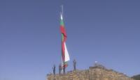Издигнаха националния трибагреник във Велико Търново за Деня на Независимостта (ВИДЕО)