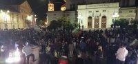 НА ЖИВО: 76-а вечер на протест в София: Спор между протестиращи и полиция пред старата сграда на парламента