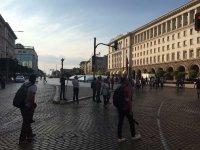 снимка 9 76-а вечер на протест в София: Напрежение между протестиращи и полиция пред старата сграда на парламента