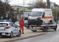 снимка 3 Верижна катастрофа затрудни движението край Окръжна болница