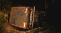 Камион падна върху влакова линия и се запали