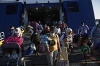 Лондон обмисля да превърне стари фериботи във временни центрове за мигранти