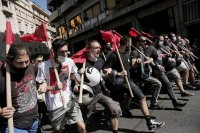 Учениците в Гърция протестират с искане за повече мерки срещу COVID-19