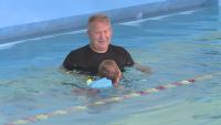 Русенец организира безплатни часове по плуване за деца с двигателни проблеми