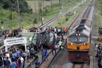20 жертви след сблъсък на автобус с товарен влак в Тайланд