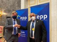 Генералният секретар на ЕНП пред Борисов: Уважаваме протестиращите, но решенията ще бъдат взети на изборите през март