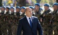 снимка 3 Президентът и министърът на отбраната отдадоха почит към военните парашутисти