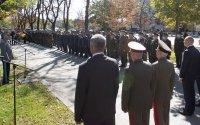 снимка 5 Президентът и министърът на отбраната отдадоха почит към военните парашутисти