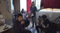 Как ученическа рок банда успя да си купи барабани