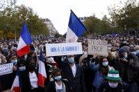 Стотици хиляди по площадите във Франция в памет на убития учител