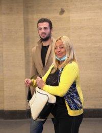 снимка 4 Обвиняемият за убийството в Борисовата градина Йоан Матев пристигна в съдебната зала с майка си