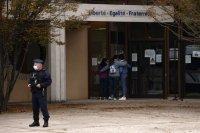 Четирима ученици са задържани във връзка с убийството на учителя от Франция