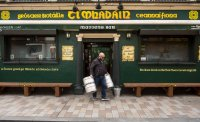 Ирландия се връща към пълна карантина за шест седмици