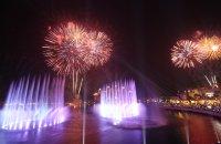 снимка 2 Откриха уникален многоцветен фонтан в Дубай (Снимки)