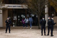 Убиецът на френския учител платил 300 евро на ученик, за да му го посочи