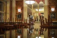 Скандал в Чехия: Здравният министър отишъл на ресторант без маска, искат оставката му