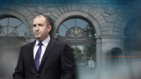 Румен Радев кацна на Летище София, след като прекъсна визитата си в Естония
