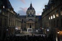снимка 3 Франция почeтe убития учител по история (Снимки)
