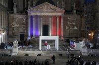 снимка 2 Франция почeтe убития учител по история (Снимки)