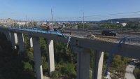 Камион падна от Аспаруховия мост, шофьорът загина