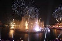 снимка 1 Откриха уникален многоцветен фонтан в Дубай (Снимки)