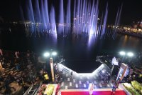 снимка 4 Откриха уникален многоцветен фонтан в Дубай (Снимки)
