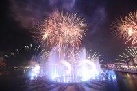 Откриха уникален многоцветен фонтан в Дубай (Снимки)