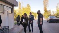 Елена Динева излезе от ареста