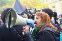 """Майките от """"Системата ни убива"""" замеряха сградата на Социалното министерство с яйца"""