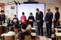 Френските училища отдадоха почит към паметта на убития учител