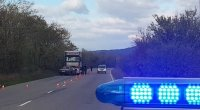 Мъж загина при челен сблъсък между кола и тир на пътя Казанлък - Стара Загора