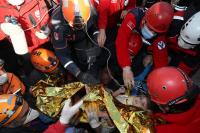 Ново чудо в Измир: Спасиха 4-годишно дете след 90 часа под руините