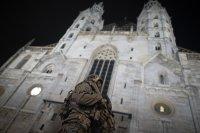 Арестуваха двама мъже за стрелбата във Виена, Ислямска държава пое отговорност