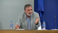 Доц. Кунчев: Време е за нови мерки срещу разпространението на COVID-19 у нас
