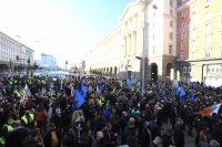 Протест по време на празник: Полицаи и пожарникари поискаха по-високи заплати