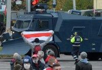 Техника и военни камиони в центъра на Минск заради протест на опозицията
