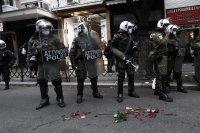 Над 100 души са арестувани след снощните демонстрации в Атина